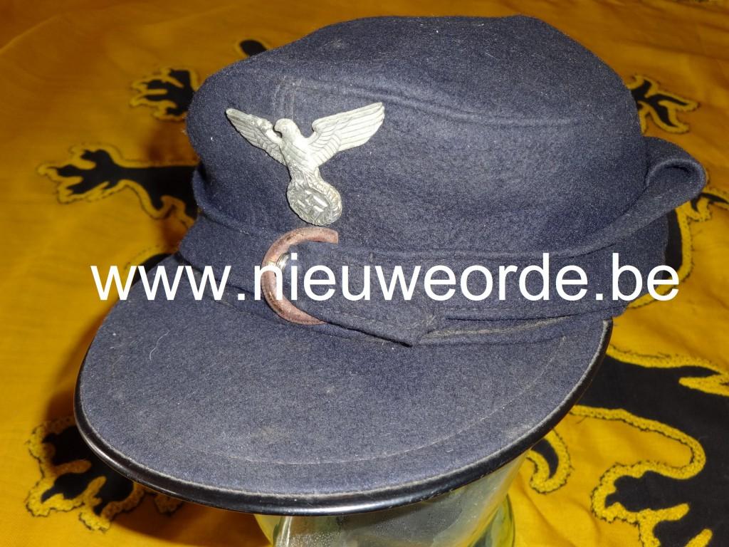 HJ-skimuts voorzien van de rijksadelaar (hier: Reichspost!), zoals het was voorgeschreven in de Hitlerjeugd-Vlaanderen.