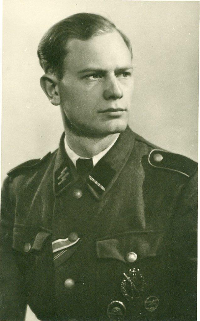 Foto van Marcel Van Cauwenberghe. Merk op: het NSJV-Trouwketeken gedragen op het miltaire uniform